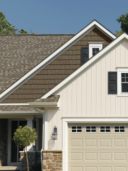 Vinyl siding pictures for Pictures of houses with board and batten siding